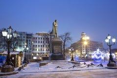 moscú El monumento a la tarde rusa del invierno de Pushkin del poeta Imagen de archivo