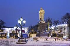 moscú El monumento a la tarde rusa del invierno de Pushkin del poeta Foto de archivo libre de regalías