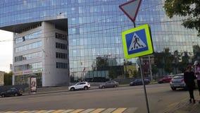 Moscú, el 3ro pereulok de Syromyatnicheskiy Tráfico al lado de la plaza del delta del centro de negocio
