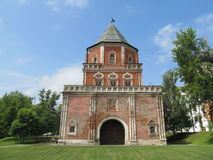 Moscú. El señorío Izmailovo del Tsar. Torre del puente Imágenes de archivo libres de regalías