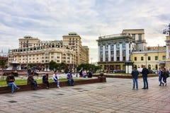 Moscú, Federación Rusa - 27 de agosto de 2017: Rel de muchos turistas Imagen de archivo