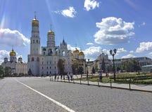 Moscú Kremlin detrás de la pared imágenes de archivo libres de regalías