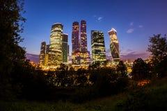 Moscú la ciudad de la noche Imágenes de archivo libres de regalías