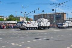 MOSCÚ, MAYO, 9, 2018: Desfile del día de fiesta de la gran victoria del tanque ruso de los vehículos militares: ártico antiaéreo  Imágenes de archivo libres de regalías