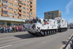 MOSCÚ, MAYO, 9, 2018: Desfile del día de fiesta de la gran victoria del tanque ruso de los vehículos militares: ártico antiaéreo  Fotografía de archivo