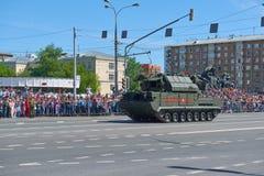 MOSCÚ, MAYO, 9, 2018: Desfile del día de fiesta de la gran victoria del vehículo militar ruso: sistema de misiles RS-24 Yars del  Imagenes de archivo
