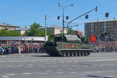 MOSCÚ, MAYO, 9, 2018: Desfile del día de fiesta de la gran victoria del vehículo militar ruso: sistema de misiles RS-24 Yars del  Imágenes de archivo libres de regalías