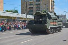 MOSCÚ, MAYO, 9, 2018: Desfile del día de fiesta de la gran victoria del vehículo militar ruso: sistema de misiles RS-24 Yars del  Foto de archivo