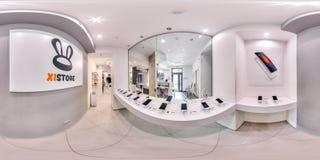 Moscú - 2018: panorama esférico 3D con ángulo de visión de 360 grados del interior de moda de la tienda de la electrónica con los fotos de archivo libres de regalías