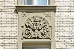 Moscú, Rusia, abril, 15, 2017 Moscú, edificio de apartamentos 19/28 en la intersección de los carriles de Podsosensky y de Lalin  Fotos de archivo
