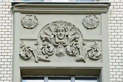 Moscú, Rusia, abril, 15, 2017 Moscú, edificio de apartamentos 19/28 en la intersección de los carriles de Podsosensky y de Lyalin Fotos de archivo libres de regalías