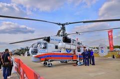 MOSCÚ, RUSIA - AGOSTO DE 2015: Pres de la hélice del helicóptero Ka-32 de la emergencia Imagenes de archivo