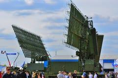 MOSCÚ, RUSIA - AGOSTO DE 2015: radar móvil presentado en el 12mo mA Imagen de archivo