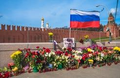MOSCÚ, RUSIA 13 de abril de 2015: Lugar del asesinato del politi ruso imágenes de archivo libres de regalías