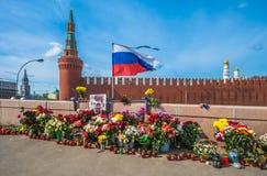 MOSCÚ, RUSIA 13 de abril de 2015: Lugar del asesinato del politi ruso imagenes de archivo