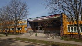 Moscú, Rusia 24 de abril 2018 se divierte la escuela de la reserva olímpica número 111 en Zelenograd metrajes