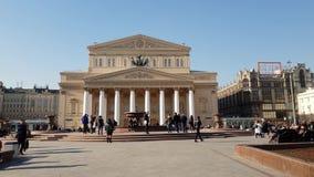 Moscú, Rusia 20 de abril 2018 Teatro de Bolshoi en cuadrado del teatro almacen de video