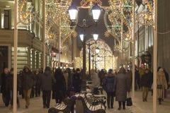 MOSCÚ, RUSIA - 30 DE DICIEMBRE DE 2015: Calle de Nikolskaya Imagen de archivo libre de regalías