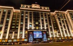 MOSCÚ, RUSIA - 25 DE DICIEMBRE DE 2015: Decoración de la Navidad de la Duma de estado Fotos de archivo libres de regalías
