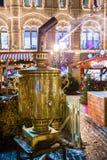MOSCÚ, RUSIA - 24 DE DICIEMBRE DE 2014: La Navidad justa (mercado) en n Fotografía de archivo libre de regalías
