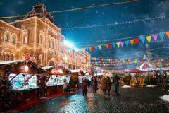 Moscú, Rusia - 5 de diciembre de 2017: GOMA de la casa comercial del árbol de navidad en Plaza Roja en Moscú, Rusia Imagen de archivo libre de regalías