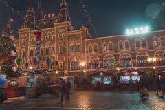 Moscú, Rusia - 5 de diciembre de 2017: GOMA de la casa comercial del árbol de navidad en Plaza Roja en Moscú, Rusia Fotos de archivo