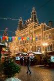 Moscú, Rusia - 5 de diciembre de 2017: GOMA de la casa comercial del árbol de navidad en Plaza Roja en Moscú, Rusia Fotografía de archivo