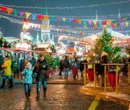 Moscú, Rusia - 5 de diciembre de 2017: GOMA de la casa comercial del árbol de navidad en Plaza Roja en Moscú, Rusia Foto de archivo