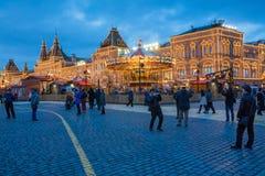 MOSCÚ, RUSIA - 25 DE ENERO DE 2016: Cuadrado rojo, GOMA, decoración e iluminación por días de fiesta del Año Nuevo y de la Navida Imagen de archivo