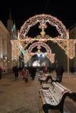 MOSCÚ, RUSIA - 10 de enero 2016 Festival - luz de la Navidad - en la calle de Nikolskaya Fotos de archivo