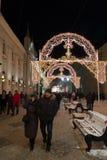 MOSCÚ, RUSIA - 10 de enero 2016 Festival - luz de la Navidad - en la calle Nikolskaya Foto de archivo libre de regalías