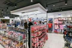 Moscú, Rusia - 18 de enero 2019 Tienda de Gloria Jeans - compañía para la producción y el comercio de la ropa para los niños y fotografía de archivo