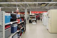 Moscú, Rusia - 2 de febrero 2016 El interior de Eldorado es tiendas de cadena grandes que venden electrónica Imágenes de archivo libres de regalías