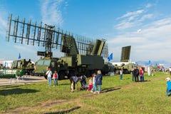 MOSCÚ, RUSIA - 24 de julio 2017 Sistemas automotores del radar en el salón internacional MAKS-2015 de la aviación y del espacio Foto de archivo libre de regalías