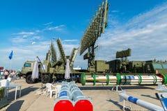 MOSCÚ, RUSIA - 24 de julio 2017 Sistemas automotores del radar en el salón internacional MAKS-2015 de la aviación y del espacio Foto de archivo