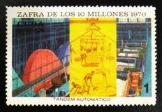 MOSCÚ, RUSIA - 15 DE JULIO DE 2017: Un sello impreso en Cuba muestra el wo Fotografía de archivo