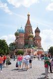MOSCÚ, RUSIA - 24 DE JUNIO DE 2016: La catedral de la albahaca del santo Imágenes de archivo libres de regalías