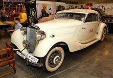 MOSCÚ, RUSIA - 9 DE MARZO: Automóvil retro Mercedes-Benz en foto de archivo libre de regalías