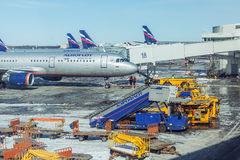 MOSCÚ, RUSIA - 22 DE MARZO DE 2012: Airbus A320 de Aeroflot en Imagen de archivo libre de regalías