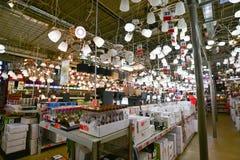 Moscú, Rusia - 5 de marzo de 2015: Lámparas en BRUJERÍA AFRICANA de las tiendas de cadena Las tiendas alemanas de la cadena de ve Foto de archivo libre de regalías