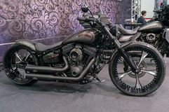 Moscú, Rusia - 17 de marzo de 2018: La sala de exposiciones del motocycle también conocida como Motovesna Foto de archivo libre de regalías