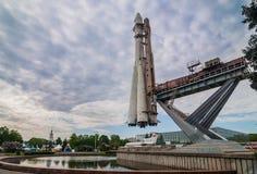 MOSCÚ, RUSIA - 20 DE MAYO DE 2009: Modelo del cohete Vostok en VDNKh Fotografía de archivo
