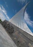 MOSCÚ, RUSIA - 20 DE MAYO DE 2009: Monumento a los conquistadores del espacio Imagen de archivo libre de regalías