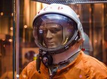 MOSCÚ, RUSIA - 31 DE MAYO DE 2016: Spacesuit ruso del astronauta en el museo espacial de Moscú Imágenes de archivo libres de regalías