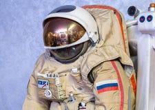 MOSCÚ, RUSIA - 31 DE MAYO DE 2016: Spacesuit ruso del astronauta en el museo espacial de Moscú Fotos de archivo libres de regalías