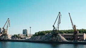 Moscú, Rusia 15 de mayo de 2015: opinión del viaje del barco del Moscú-río en el puerto fluvial viejo almacen de metraje de vídeo