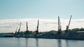 Moscú, Rusia 15 de mayo de 2015: opinión del viaje del barco del Moscú-río en el puerto fluvial viejo metrajes