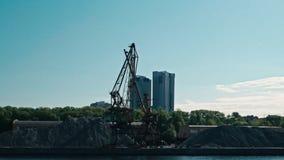 Moscú, Rusia 15 de mayo de 2015: opinión del viaje del barco del Moscú-río en el puerto fluvial viejo almacen de video