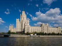Moscú, Rusia - 12 de mayo 2018 Rascacielos en el terraplén de Kotelnicheskaya Fotografía de archivo