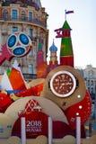 MOSCÚ, RUSIA - 21 de mayo de 2018: Un reloj con una cuenta descendiente de días, de horas y de minutos al comienzo del mundial 20 Fotografía de archivo libre de regalías